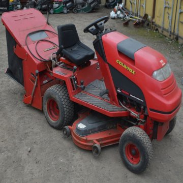 Lot 1258, a Countax Hydrostatic C600H ride on lawnmower.