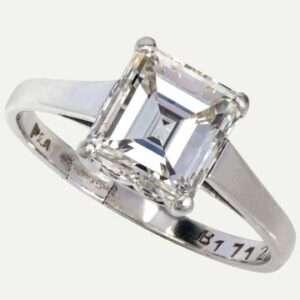 Lot 3: An emerald cut single stone diamond ring.